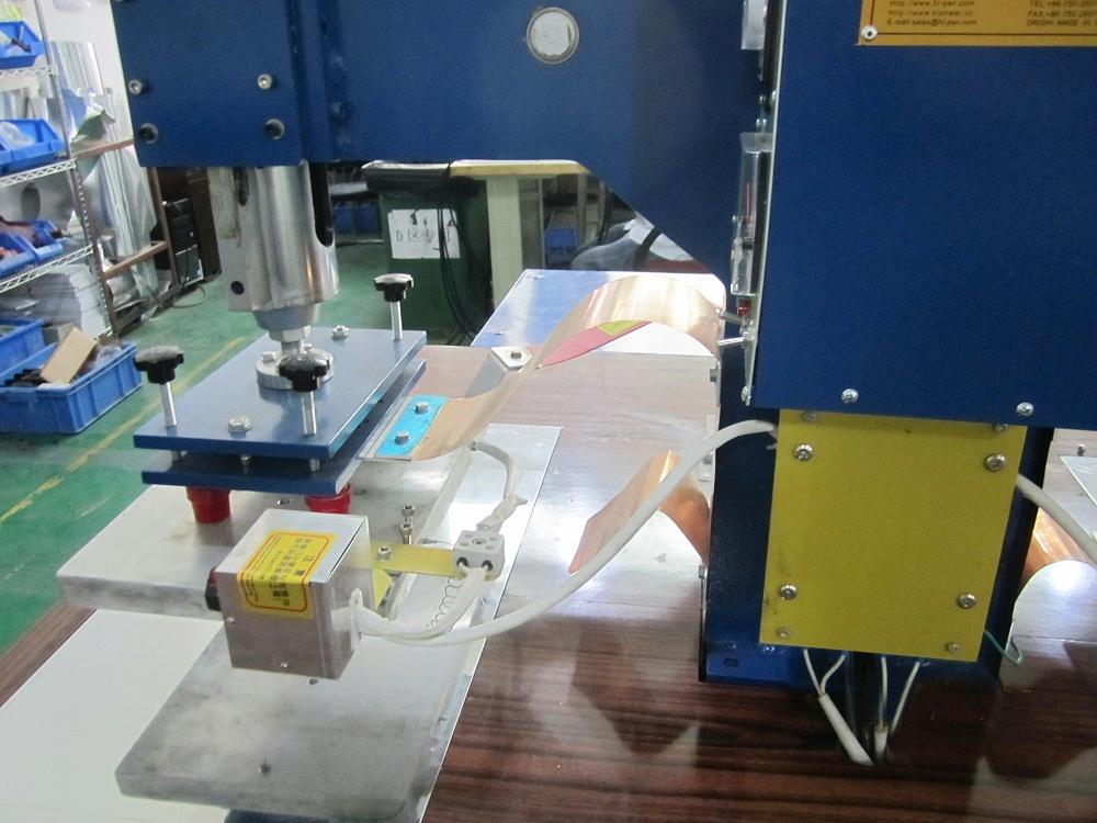 HR-12KWTAD 单头脚踏式高周波熔接机